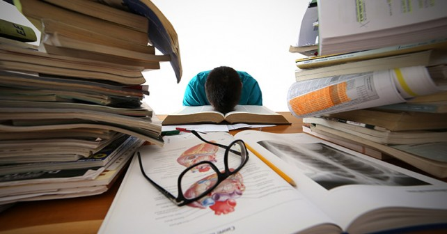 medical-student-studying-small-642x336.jpg